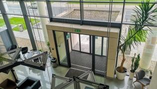 Do wynajęcia 31.5 m2 w biurowcu klasy A przy Legnickiej dzielnica Stare Miasto oferta bez prowizji dla biura nieruchomości