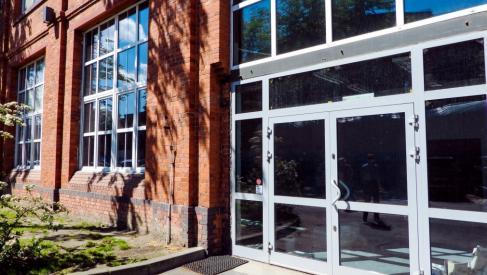 Do wynajęcia hala 760 m2 z pełnym zapleczem socjalnym przy Robotniczej dzielnica Fabryczna oferta bez prowizji dla biura nieruchomości
