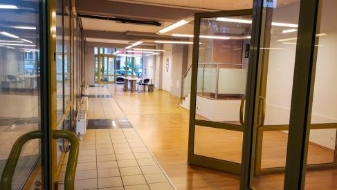 Do wynajęcia cały parter 230 m2 na usługi, handel, gastronomię, biura przy Ciepłej dzielnica Krzyki