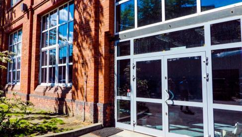 Do wynajęcia ogrzewana hala 381 m2 przy Robotniczej dzielnica Fabryczna oferta bez prowizji dla biura nieruchomości
