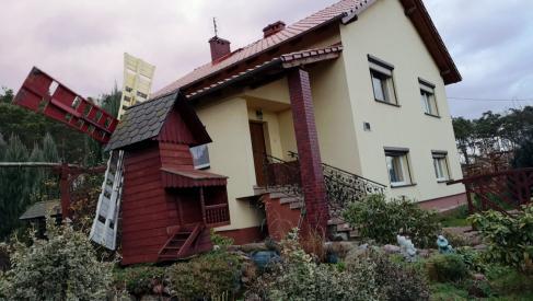 Do sprzedania dom 150 m2 z dodatkowym budynkiem na warsztat samochodowy w Mąkoszycach województwo wielkopolskie powiat ostrzeszowski gmina Kobyla Góra.
